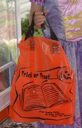 "L3548SL 12"" X 12 x 4"" ORANGE HALLOWEEN SOFT LOOP POLY BAGS PACKED 200/CASE"